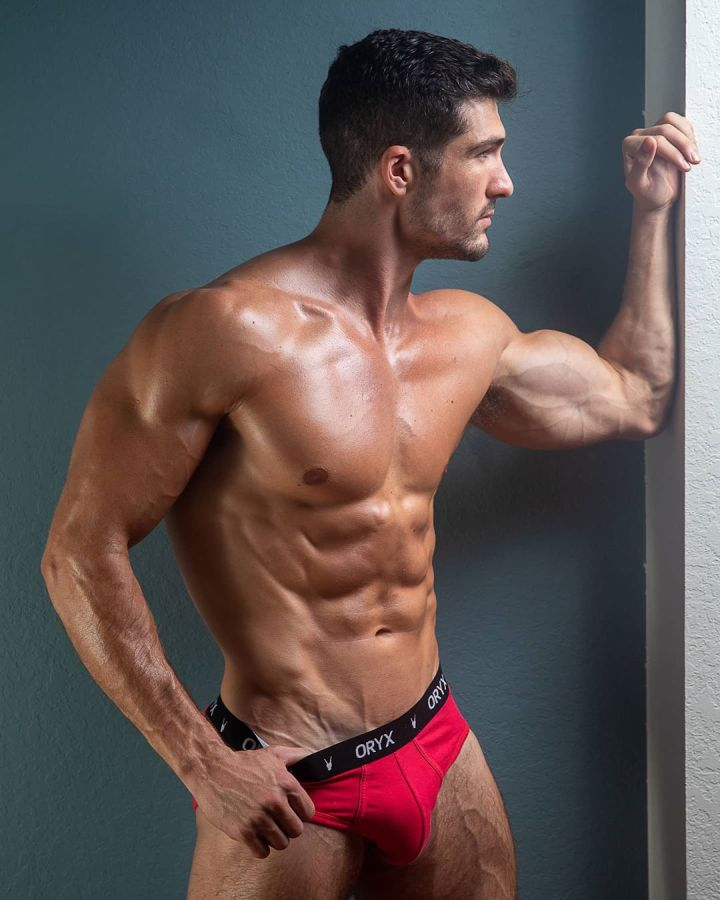 Male Fitness and Physique Models: Dominic Calvani